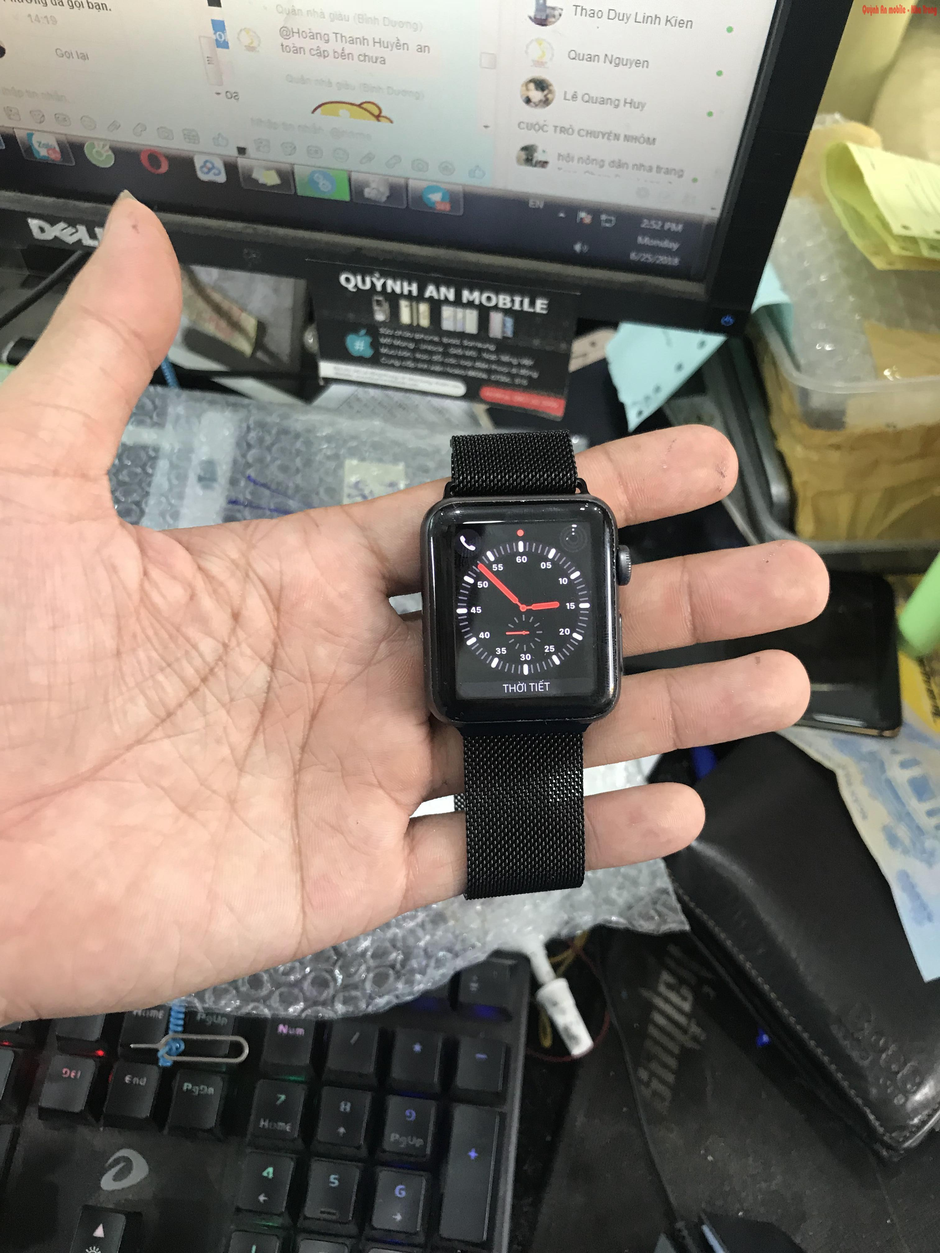 Replace and replace apple watch seri 2/3 screen in Nha Trang call 0907623999 Thay mặt kính cảm ứng apple watch seri 2/3 tại Nha Trang liên hệ 0907623999 Quỳnh An Mobile
