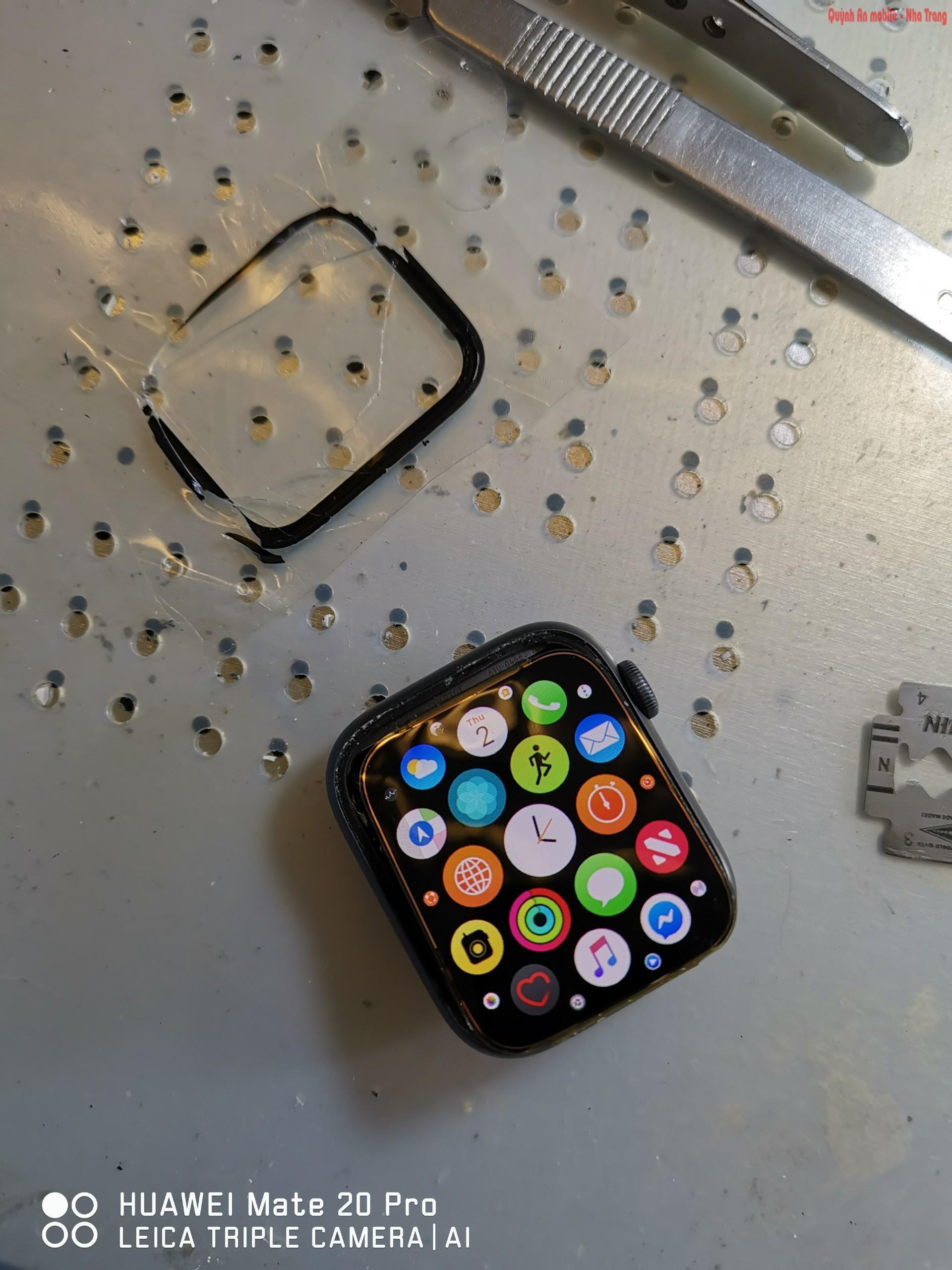 Thay mặt kính, sửa chữa màn hình apple watch seri 4 tại Nha Trang